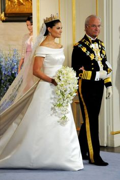 2010 Royal wedding: Crown Princess Victoria of Sweden weds Daniel Westling Royal Wedding Gowns, Royal Weddings, Princess Wedding Dresses, Princess Victoria Of Sweden, Crown Princess Victoria, Princess Diana, Victoria Prince, Victoria Dress, Princesa Beatrice