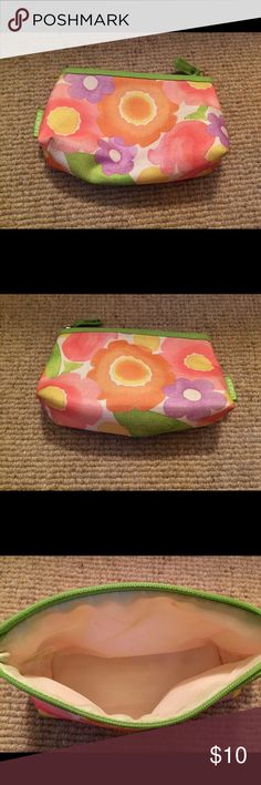 Clinique make up bag Clinique Makeup Bag. Very minor stains. See pictures. Price is negotiable. Clinique Bags Cosmetic Bags & Cases