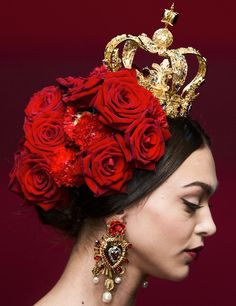 The Dolce & Gabbana Spring 2015 runway presented a flamenco-inspired collection with stunning jewelry. Jessica Parker, Make Up Braut, Photo Portrait, Dolce Gabbana, Red Queen, Christian Lacroix, Spring 2015, Summer 2015, Spring Summer