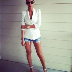 weißer Blazer + Jeansshorts