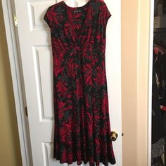 Dress by Jones New York - Size 12 - EUC! Beautiful dress by Jones New York - Size 12 - EUC! Worn once. Jones New York Dresses Midi