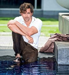 hello, elegants in this video we will look at the top 5 most elegant actors in Bollywood. This video brings you the best stylish actors in Bollywood. Bollywood Celebrities, Bollywood Actress, Boy Celebrities, Celebs, Hrithik Roshan Hairstyle, Indian Male Model, Bollywood Pictures, Indian Star, Photography Poses For Men