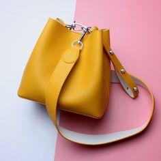 Split Leather Bags Bucket Composite Bags Women'S Designer Handbags Ladies Shoulder Messenger Bags - My Favorites Bag For Women Small Shoulder Bag, Leather Shoulder Bag, Bucket Handbags, Bucket Bags, Popular Handbags, Tote Bags, Crossbody Bags, Tote Purse, Beautiful Handbags