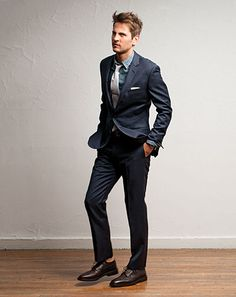 good look: navy blue suit, blue chambray shirt, gray tie