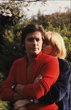 Mireille Darc et Alain Delon - Mireille Darc et Alain Delon - Alain Delon, Romy Schneider, Anthony Delon, French Man, Celebrities Then And Now, Romantic Photography, Crazy Eyes, Violet Eyes, Film