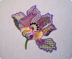 Tara's worlds: вышивка   One flower two ways- colour. A beautiful Jacobean flower. This style in embroidery has been around for more than 200 years!