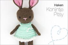 Haken: Konijntje Pitsy (gratis patroon in NL) Chrochet, Crochet Animals, Teddy Bear, Christmas Ornaments, Knitting, Toys, Holiday Decor, Crocheting, Amigurumi