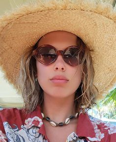 Cat Eye Sunglasses, Round Sunglasses, You Are An Inspiration, Stranger Things 2, Taylor Swift Fan, Millie Bobby Brown, Look Alike, Bobbi Brown, Celebs