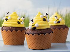 Betty Crocker® FUN da-Middles™ chocolate cupcake mix and frosting come together in these decorative beehive cupcakes - perfect dessert to impress your guests.