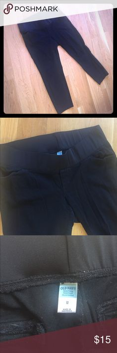 """Old Navy Maternity black crop pants EUC maternity crop pants. Look like dress pants and feel like leggings. 24"""" inseam with short elastic waistband. 12. (V245) Old Navy Pants Ankle & Cropped"""