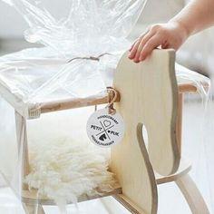 PikkuVanilja Petit Puk klassinen keinuhevonen lastenhuoneeseen natural