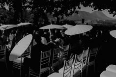 When planning your Spring or Summer wedding, remember your guests will be sitting down for the ceremony and the sun does come out to play! We at Bona Dea Private Estate have you covered. Literally! Book your dream wedding today and find out all we have to offer with the link! 📷 :@chelseyshelby #BonaDeaPrivateEstate #WeddingVenue #SunAndStyle