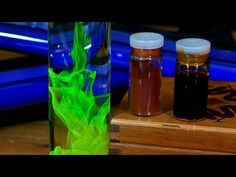 Watch These Chemicals Create Trippy Colorful Patterns Some of the chemical reactions even resemble objects we see in nature. Water Science Experiments, Science Fair, Teaching Science, Chemical Science, Chemical Reactions, Rubbing Alcohol, Alcohol Inks, Polymer Science, Bible Object Lessons