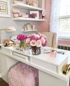 25 chic office desk arrangements you need to copy now Vol 1 - . 25 chic desk arrangements that you need to copy now Vol 1 - # Orde Home Office Space, Home Office Design, Home Office Decor, Office Style, Desk Office, Office Spaces, Cute Office, Office Setup, Office Chic