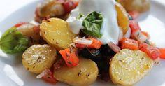 Kartoffelsalat des Jahres 2011, ein super leckerer Kartoffelsalat mit Tomaten, Zwiebeln, Paprika, Oliven, Basilikum und Sauerrahm. Und hier ist das Rezept http://wolkenfeeskuechenwerkstatt.blogspot.com/2011/05/der-kartoffelsalat-des-jahres-2011.html
