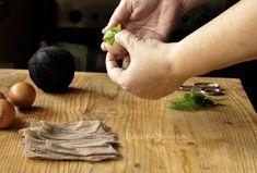 Ouă vopsite cu coji de ceapă|Ouă decorate cu frunze și vopsite cu ceapă Bamboo Cutting Board, Fine Dining