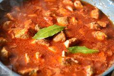 Tochitura dobrogeana - CAIETUL CU RETETE Pepperoni, Thai Red Curry, Pizza, Soup, Ethnic Recipes, Soups