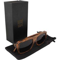 O Óculos Yeva Sharkwood é perfeito para quem quer ter atitude, pois possui  design moderno 7098b55b18