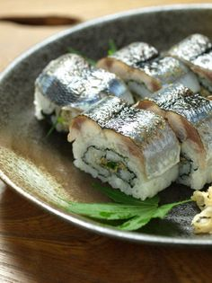 Grilled Mackerel Pike Sushi 炙りさんま魚寿司 //Manbo