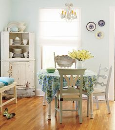 classic cottage dining space