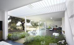 Casa entre Encinas  Designed by Murado & Elvira Arquitectos, Carretera Valverde, 06010 Badajoz, Spain - 2007.