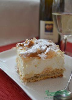 Cremsnit cu crema de vanilie si frisca - Bucataresele Vesele Romanian Desserts, Romanian Food, Lau Lau Recipe, Coco, Recipies, Food And Drink, Yummy Food, Sweets, Baking
