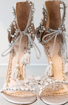 Marchesa bridal, pearls sandals and it appears that there is a hair ornament or these shoes might have some bite! Pretty Shoes, Beautiful Shoes, Cute Shoes, Me Too Shoes, Gorgeous Heels, Boho Shoes, Frauen In High Heels, Bridal Shoes, Boho Wedding Shoes