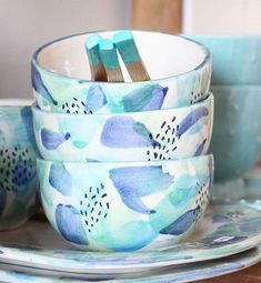 Sophie Harle of Shiko Ceramics - favoritethings Pottery Painting Designs, Pottery Designs, Stoneware Clay, Ceramic Bowls, Pottery Bowls, Ceramic Pottery, Ceramic Painting, Ceramic Art, Crackpot Café