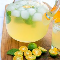 """Especially if you turn it into a blended juice with some other citrus fruit :) """"A Filipino staple! Calamansi Juice with Mint"""" Filipino Dishes, Filipino Desserts, Filipino Recipes, Asian Recipes, Filipino Food, Tea Recipes, Juice Smoothie, Smoothies, Smoothie Drinks"""