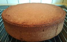 Alt man trenger er ett høyt og deilig sukkerbrød for å lage en flott kake.Den... Let Them Eat Cake, Cornbread, Food And Drink, Pudding, Baking, Ethnic Recipes, Millet Bread, Bread Making, Patisserie