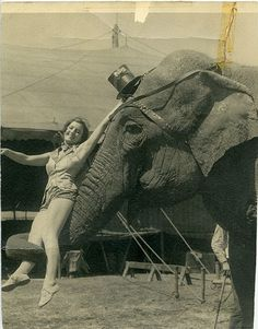 i absolutely adore o old circus pictures have a small collection of them for FUTURE baby room in 27 years Vintage Circus Photos, Vintage Photographs, Vintage Images, Vintage Circus Performers, Royal Ballet, Circus Pictures, Funny Pictures, Old Circus, Circus Book