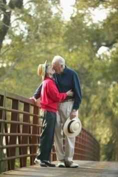 Adorably smitten elderly couples (17 photos)