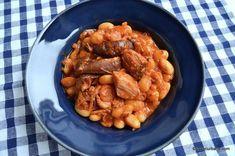 Fasole cu ciolan afumat reteta nationala de 1 Decembrie   Savori Urbane Carne, Chicken Wings, Shrimp, Meat, Pork, Romanian Recipes, Buffalo Wings