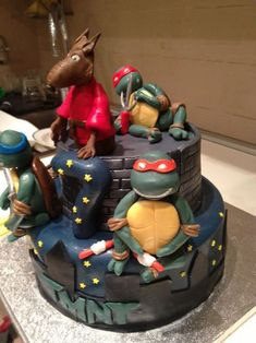 Torta delle Tartarughe Ninja con decorazioni in pasta di zucchero n.50