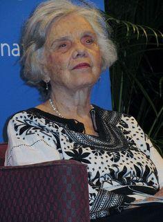 Elena Poniatowska Amor (1932) es una escritora, activista y periodista mexicana cuya obra literaria ha sido distinguida con numerosos premios, entre ellos el Premio Cervantes 2013. Se destaca por su descripción del siglo XX desde una proyección internacional e integradora y su exposición del Mexico del Siglo XX.