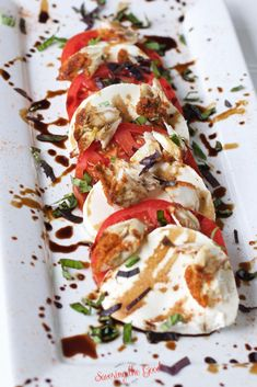 This crab caprese salad is an amazing twist on the traditional sliced tomato, basil, fresh mozzarella caprese salad. Succulent bites of back fin crab meat dusted with Old-Bay seasoning makes for the best caprese salad to serve at a dinner party, bridal lu Best Appetizer Recipes, Delicious Dinner Recipes, Best Appetizers, Yummy Snacks, Yummy Food, Yummy Recipes, Drink Recipes, Salad Recipes, Mozzarella Caprese