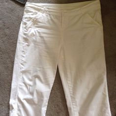 White Maurice's capris White Maurice's capris! It's almost Memorial Day so we can wear white! Maurices Pants Capris