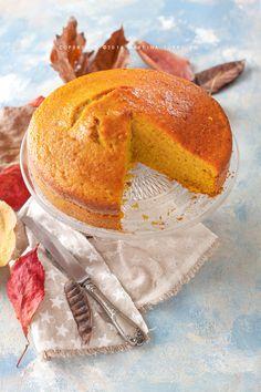 La torta alla zucca è una torta sofficissima e dalla texture umida che piacerà a grandi e bambini e che è ideale per una colazione sana e gustosa. Chiffon Cake, Sweet And Spicy, Fall Recipes, Biscotti, Camembert Cheese, Bread, Baking, Breakfast, Desserts