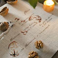 Des noix brodées sur du lin / autumn, stich, Walnut, embroidery