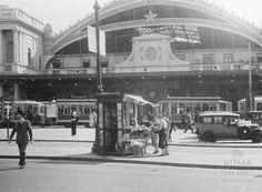 Piazza dei Cinquecento (1936) La facciata della vecchia Stazione Termini in una bella foto del '36.