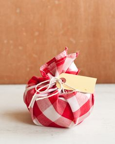 15 Easy (and Pretty!) DIY Gift Wrap Ideas | HelloNatural.co