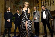 The Big Bang Theory est pour moi une des meilleures série TV de ces dernières années. Cette série conte les aventures de 4 Geek (Nerds même on pourrait dire) en total contraste avec leur nouvelle voisine, blonde sexy, complètement étrangère a leur univers peuplé de théories scientifiques complexes,m