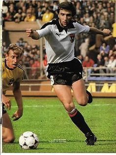 Austria 1 Sweden 0 in 1978 in Buenos Aires. Hans Krankl drives forward for Austria in Group 3 at the World Cup Finals. Austria, English Football League, Football Memorabilia, World Cup Final, Yesterday And Today, Fifa World Cup, Football Players, Finals, Sport