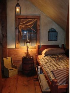 Reminds me of Laura and Mary Ingalls bedroom ...from Little House on the Prairie! #PrimitiveBedroom