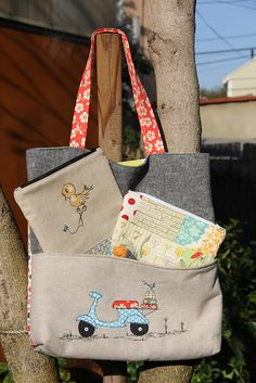 pocket tote, grey linen with embroidered motif Patchwork Bags, Quilted Bag, Free Motion Embroidery, Craft Bags, Fabric Bags, Tote Purse, Handmade Bags, My Bags, Bag Making