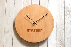 Reloj de pared de madera moderna ahora es el por RichwoodCreations
