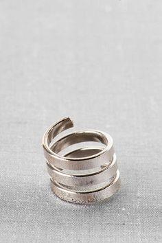 #Francesca`s              #ring                     #Swirl #Midi #Ring #Francescas                      Swirl Midi Ring - Francescas                                                  http://www.seapai.com/product.aspx?PID=1887841