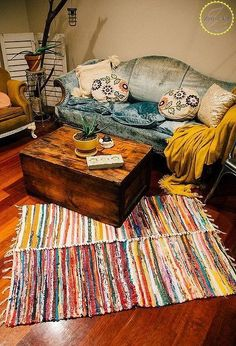 Check out this Brilliant Hack For Dollar Store Rugs! Digging this bohemian rug that is the perfect bohemian home decor on a budget! mit böhmischem Teppich 11 Stunning Ways To Transform Your Dollar Store Rugs Teppich diy Diy Home Decor For Apartments, Diy Home Decor On A Budget, Affordable Home Decor, Decorating On A Budget, Cheap Home Decor, Interior Decorating, Decorating Games, Decorating Blogs, Ikea