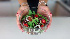 In alternativa alle classiche insalate di verdure, di pasta, di riso potete preparare una buonissima, nutriente e sana insalata di legumi