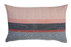 Kussen KAAT Jordaan Coral - NIEUWE COLLECTIE | Cushion KAAT | http://www.livengo.nl/beddengoed/sierkussens | #sierkussens #rood #blauw #slaapkamer #livengo